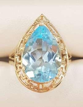 9ct Gold Large Teardrop Shape Topaz Ring