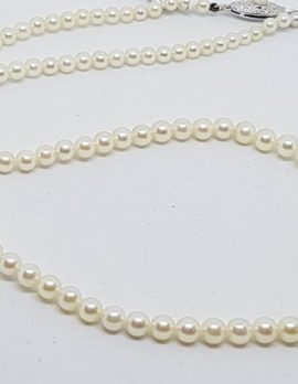 Sterling Silver Clasp Graduated Mikimoto Pearl Vintage Necklace / Chain