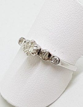 18ct White Gold 3 Round Diamond Engagement Ring