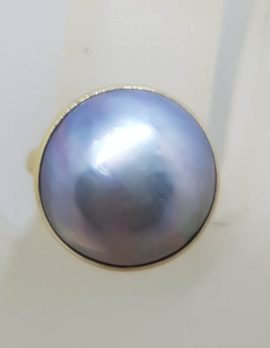 9ct Yellow Gold Bezel Set Round Light Blue / Grey Mabe Pearl Ring