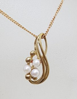 9ct Yellow Gold Three Pearl Cluster Ornate Twist Design Pendant on Gold Chain