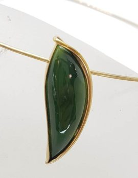 9ct Yellow Gold Large New Zealand Green Stone / Jade Leaf Shaped Pendant on Gold Choker / Necklace / Chain – Antique / Vintage