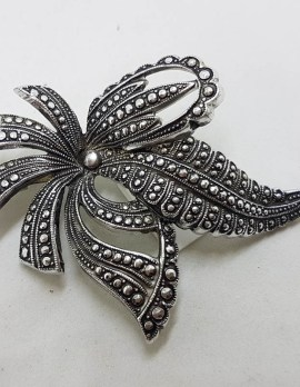 Plated Large Bow Brooch – Vintage Costume Jewellery