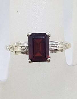 9ct Yellow Gold Rectangular Ornate Claw Set Garnet Ring - Antique / Vintage