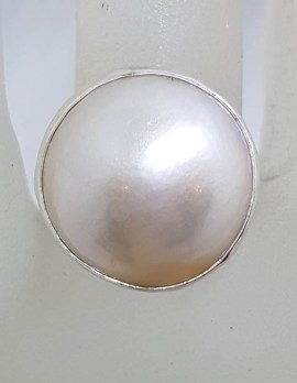Sterling Silver Round White Mabe Pearl with Ornate Pattern Along Side Ring