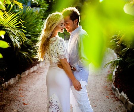 Couple's photo session in Cancun, Mexico