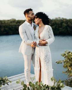 couples photoshoot during their elopement in tulum