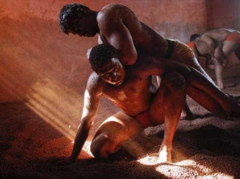 234103-indian-mud-wrestlers