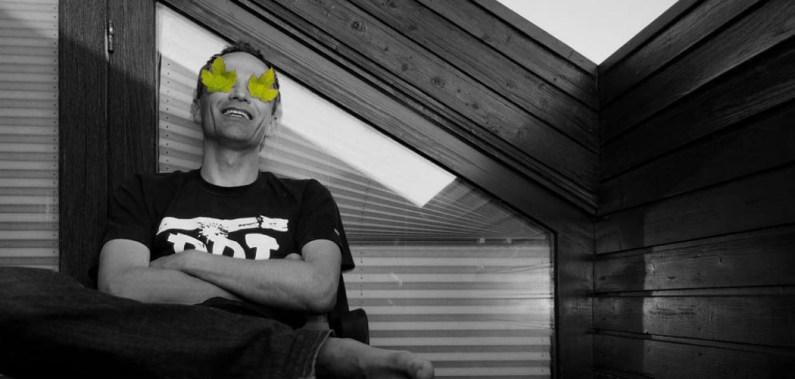 Alexey Kn auf seinem Balkon