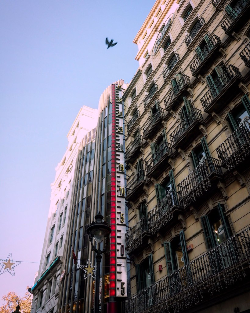 The giant thermometer in Barcelona
