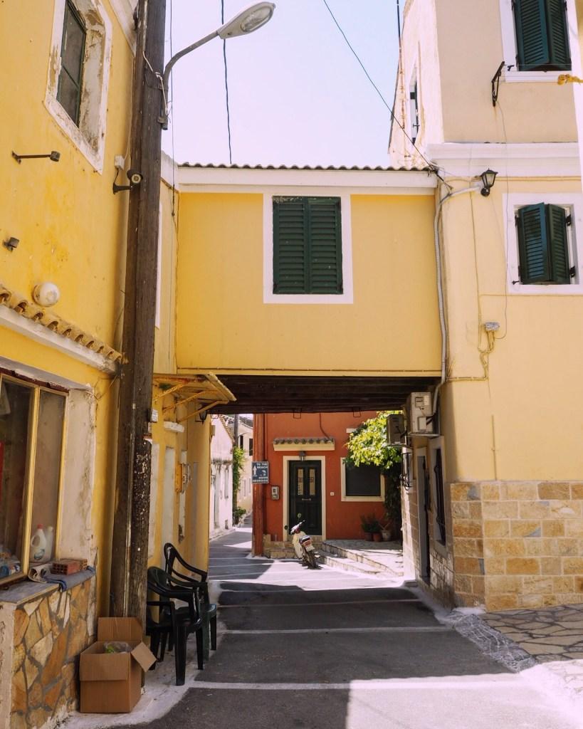 A passaezza between houses