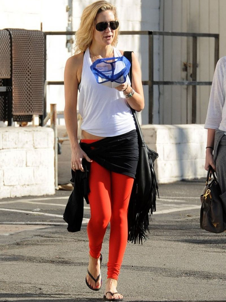 kate hudson white workout vest red leggings
