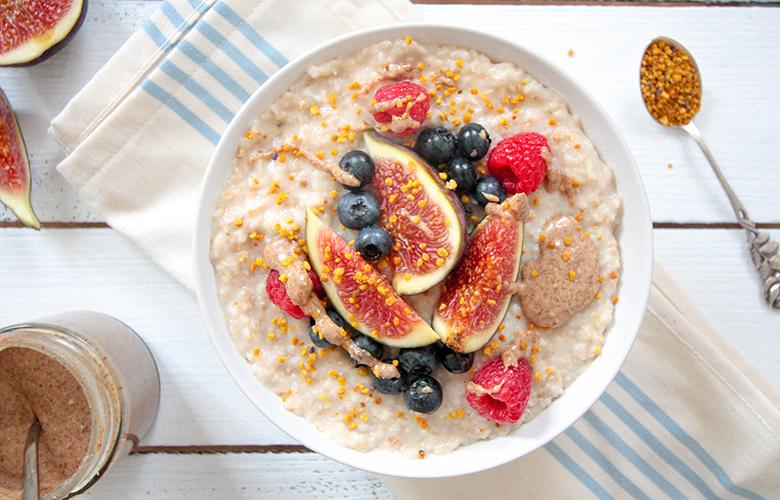 low carb breakfast idea: coconut porridge
