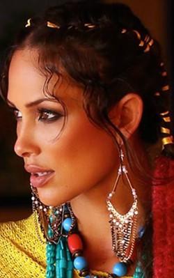 How to dress boho style - layered chunky boho necklace with dangle earrings