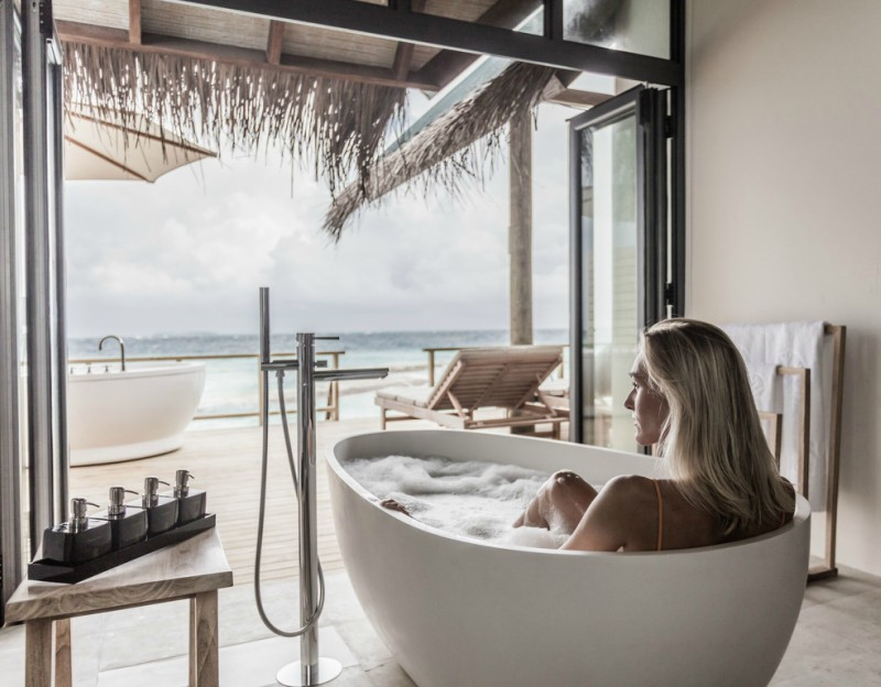 Fushi faru water villa bath overlooking the ocean
