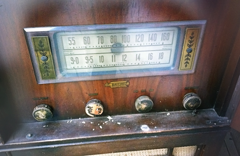 Hudson's Bay Baycrest vintage radio