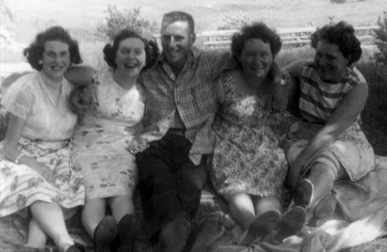 Ready to kick-start your genealogy hunt? Here are 10 questions to ask your grandparents to start you on your journey | site: Alex Inspiried – picture of her grandparents.