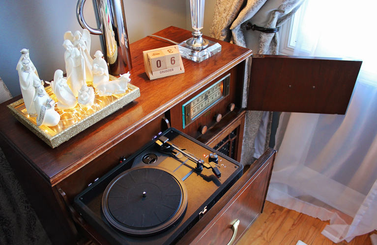 The New and Improved Baycrest Radio from Hudson's Bay - Fully restored and gleaming in its new glory