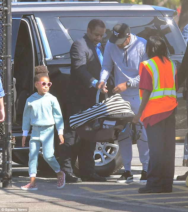 Beyonce, Jay Z, Blue Ivy With Baby Twins Rumi, Siras