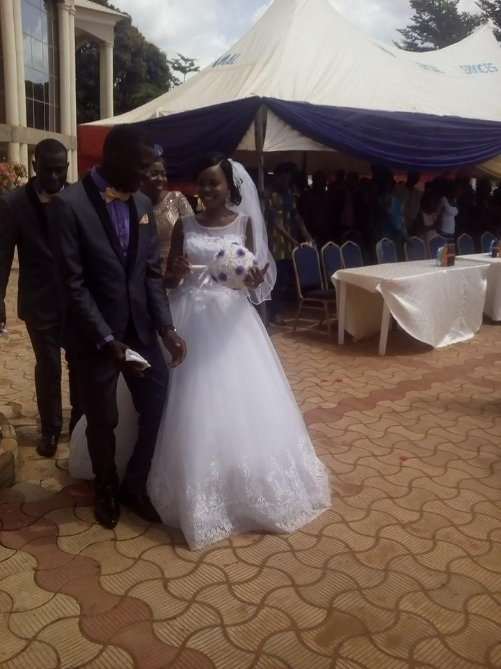Viral photos of a Benue bride who stopped her wedding to quickly write her exam at the Benue state University