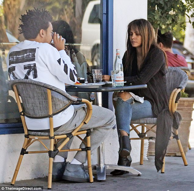 Photos: Halle Berry steps out with her new bf who is 16 years younger than she is