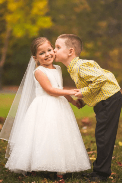 Parents organize photoshoot for girl, 5, who wants to marry her best friend before her 4th heart surgery