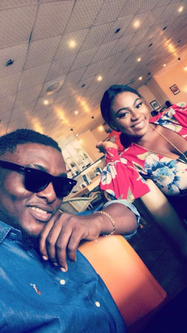 Remember the guy that needed 500 re-tweets to go on a date with a hot lady? See photos from their hangout here!