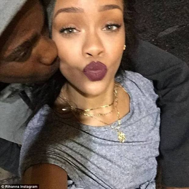 Rihanna mourns the death of her cousin who was killed after they spent Christmas Day together (Photos)