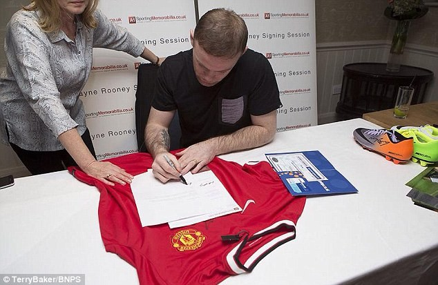 Wayne Rooney helps investigators catch a conman who has made ?1m from selling jerseys with fake autograph of footballers (Photos)