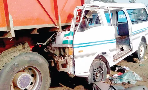 5a85751a7ff4d - 4 people killed, many injured as trailer rams into cars in Jos