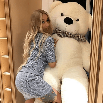 Cardi B shows off the massive teddy bear her man, Offset, got for her! (photo)
