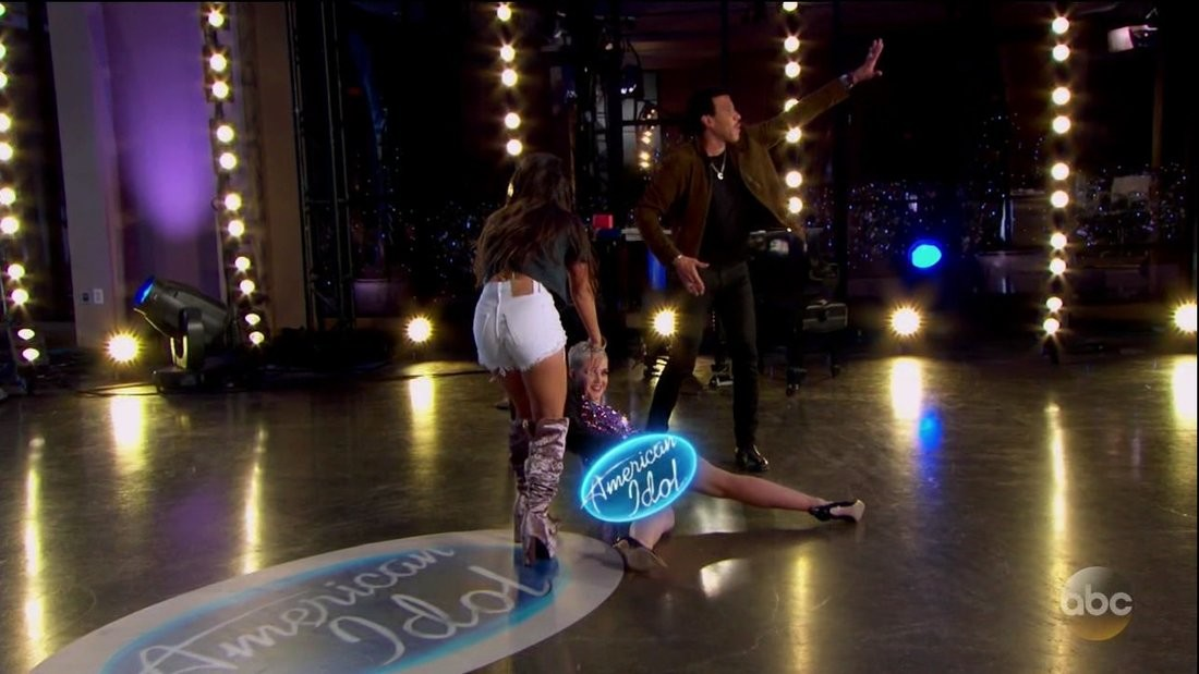 Katy Perry suffers a terrible fall and wardrobe malfunction on American Idol (Photos)