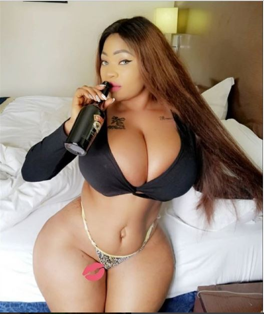 Roman Goddess flaunts her eye-popping assets in new bedroom photo