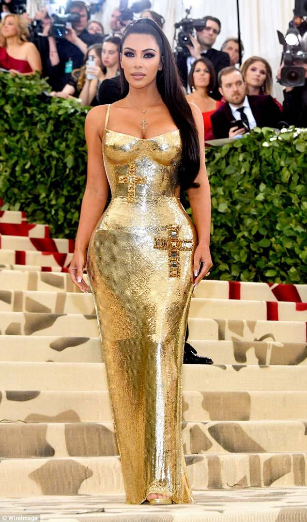 MET Gala 2018: Kim Kardashian stuns as?she flaunts her curves in a skin-tight Versace gown (photos)