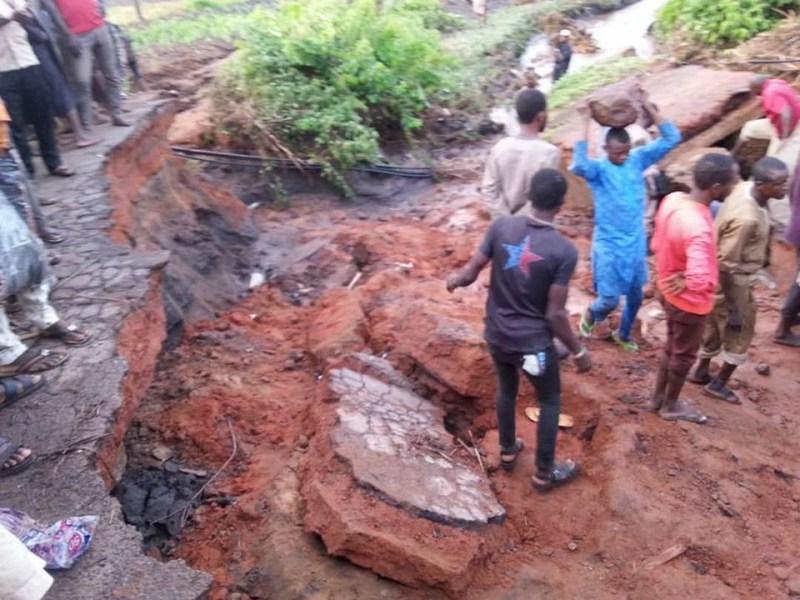 Photos: Heavy rainfall causes Mowo Bridge on Mokwa-Jebba highway to collapse