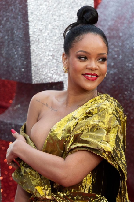 Rihanna flashes entire boob as she suffers embarrassing wardrobe malfunction at Ocean