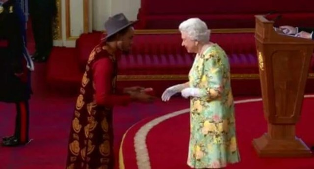 Queen Elizabeth honours three Nigerians at Buckingham palace (photos)