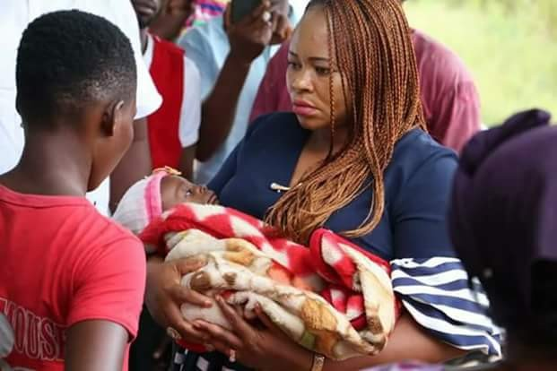 Baby abandoned along Uyo road, rescued alive; 16-year-old mother tearfully narrates her ordeals