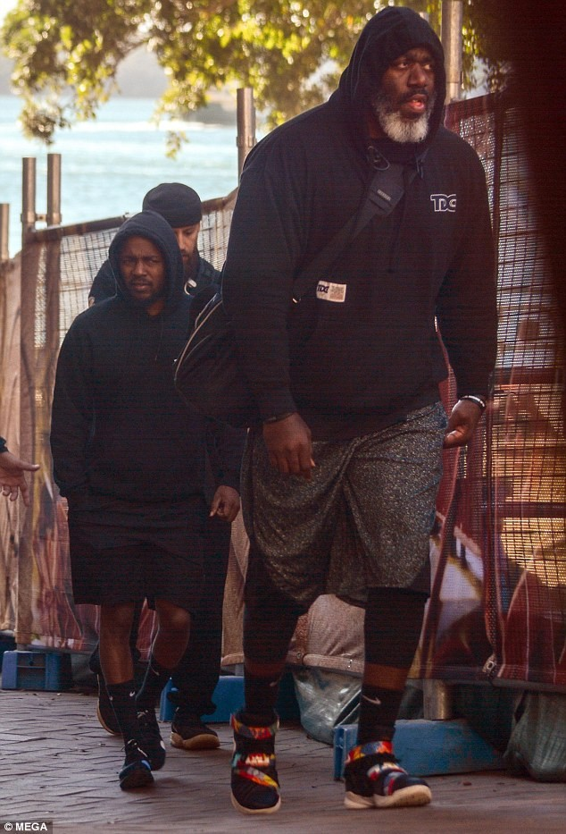 Checkout This Strange Picture Of Kendrick Lamar Bodyguard