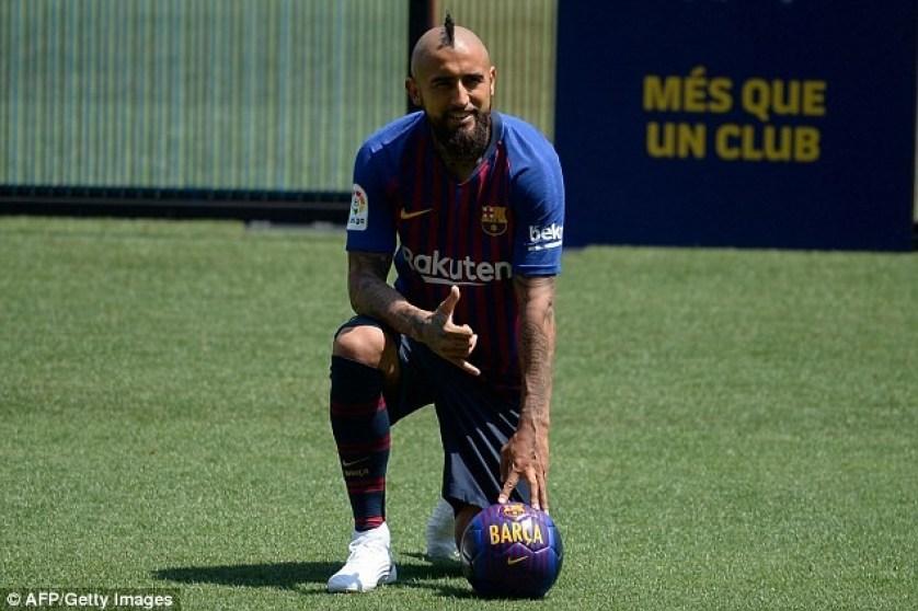 Barcelona unveils new ?27million signing Arturo Vidal at Nou Camp (Photos)