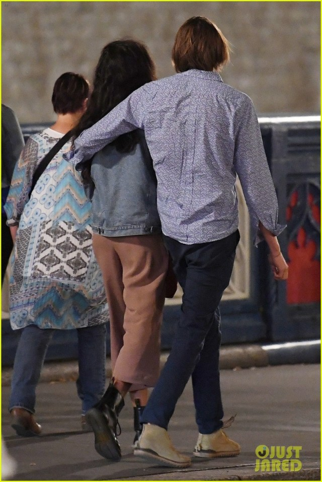 Malia Obama packs on the PDA with her boyfriend Rory Farquharson at a London underground station?(Photos)