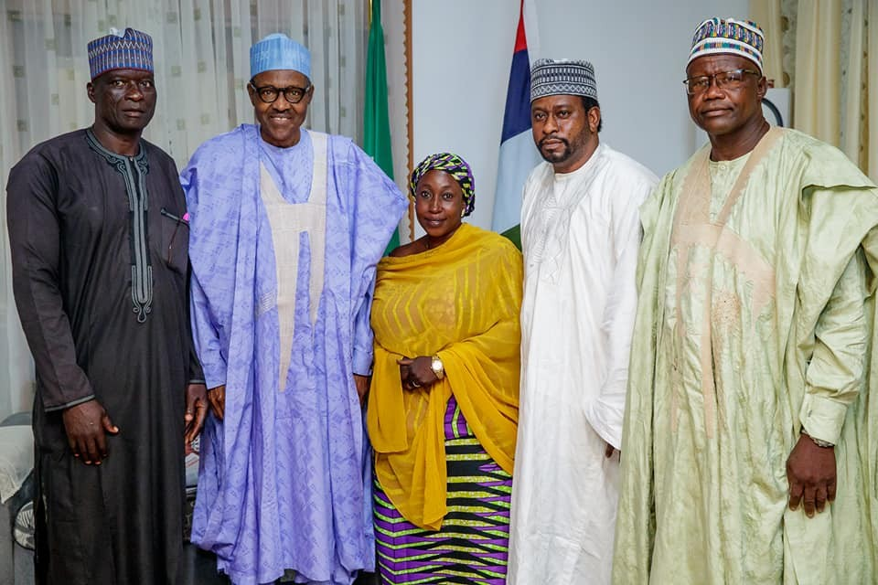 President Buhari hosts his former classmates,?Kano Traders Association other in Daura (Photos)