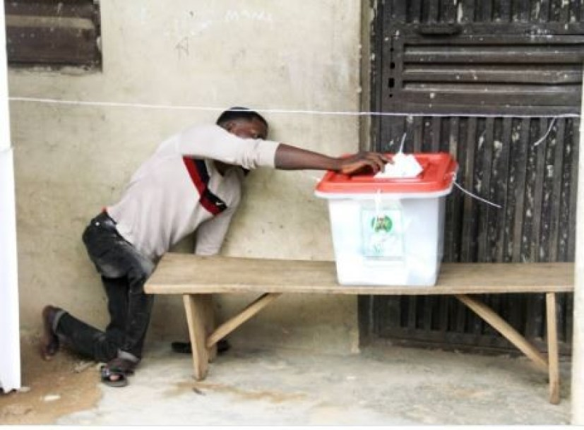 #OsunDecides2018: Viral photo of a?physically challenged man casting his vote in Osun State