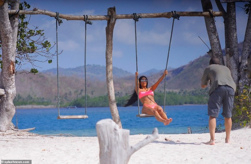 Kim Kardashian flaunts her underboob and banging bikini body at a beach in Bali (Photos)