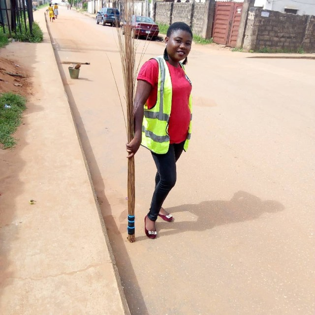 Chika Lann shocks a road sweeper with a whooping sum of money