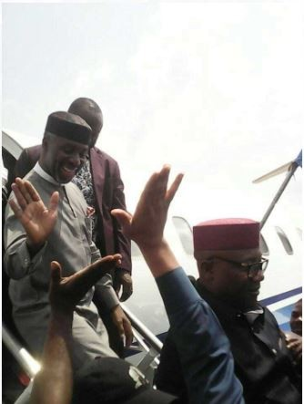 Despite APC crisis in Imo State, massive crowd comes out in support of Uche Nwosu at Sam Mbakwe airport (Photos)