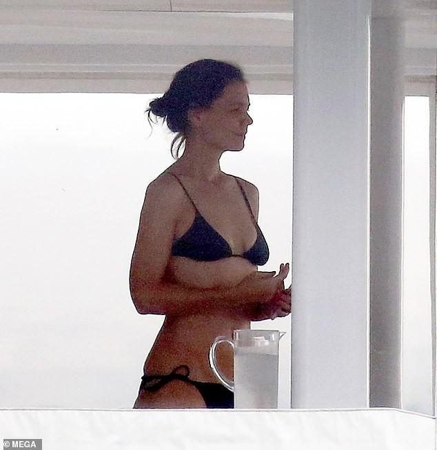 Katie Holmes stuns in tiny black bikini as she enjoys romantic gateway with boyfriend Jamie Foxx on a yacht  (Photos)