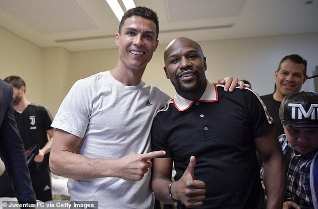 Cristiano Ronaldo celebrates with Floyd Mayweather after winning his 1st Trophy with Juventus (Photos)
