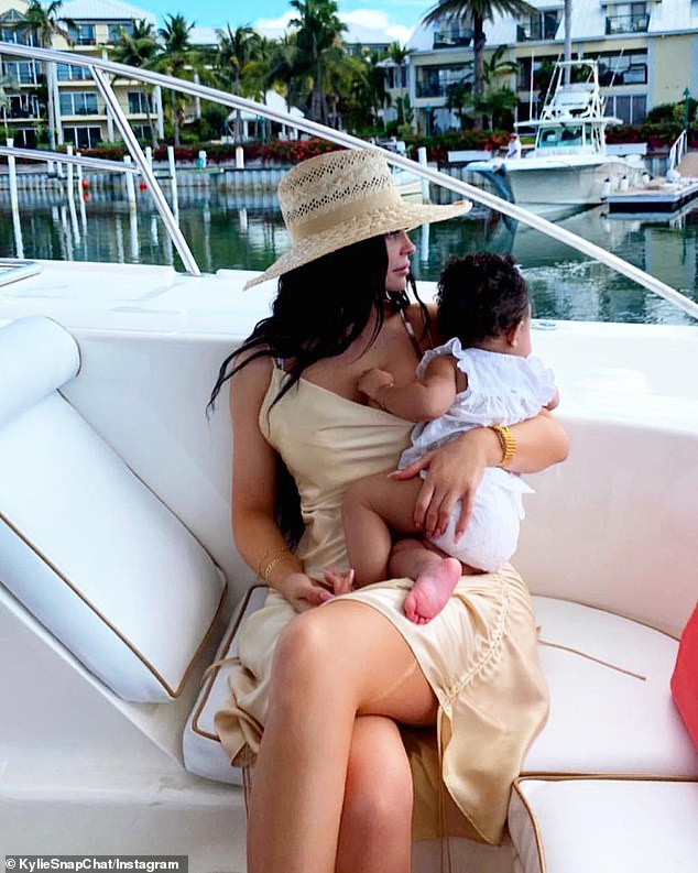 Kylie Jenner and her daughter Stormi enjoy a yacht trip in the Turks and Caicos (Photos)