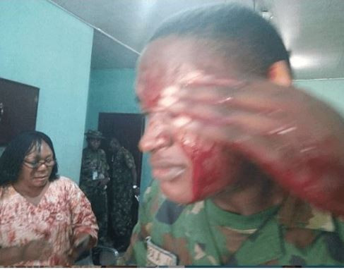 Angry mum?attacks?military teacher with a matchete for flogging her child in Port?Harcourt